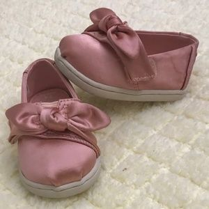 TOMS Satin Bow Size 4